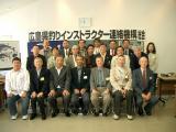 記念撮影…前列真ん中が八田士郎新会長です